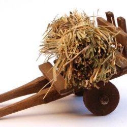 Santon Accessories: Cart with straw (charrette paille)