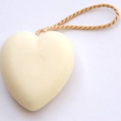 Soap on a Cord (Savon corde Coeur) 100g