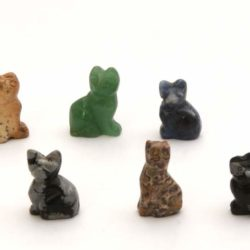Minature stone cats (Chats en pierre)